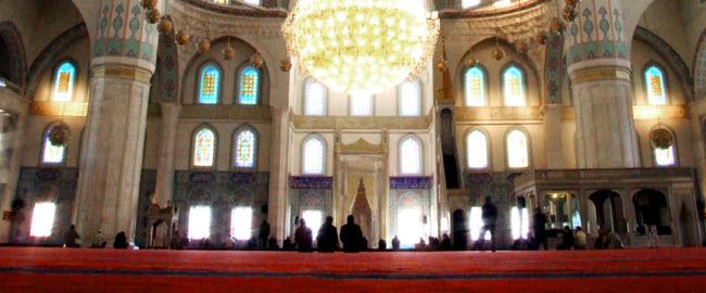 Tidak Shalat Jamaah Karena Rapat